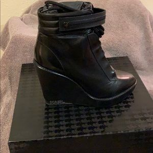 Karl Lagerfeld blk leather booties!!